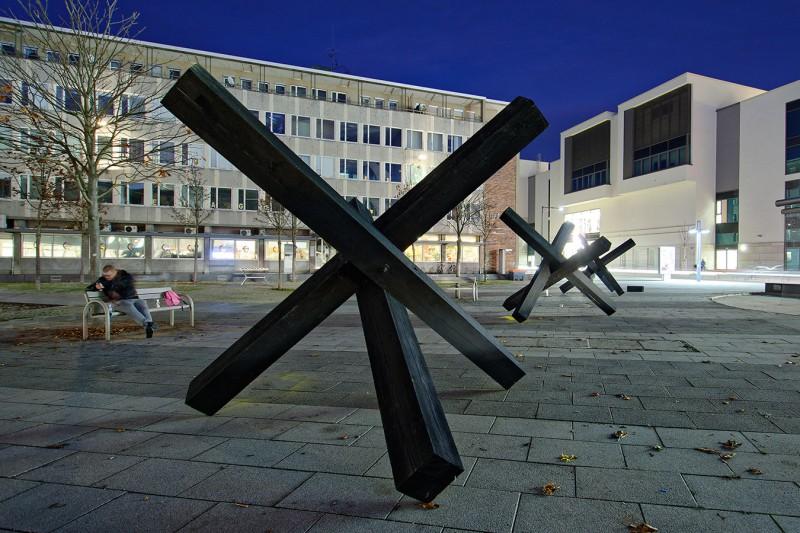 """""""No pasarán"""" von Stephan A. Schmidt und Krešimir Crash Vorich auf dem Heiner-Metzger-Platz in Neu-Ulm"""