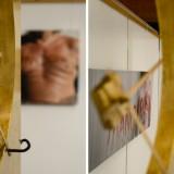 """Die Plastik """"Goldene Seiten"""" vor """"Pandora"""", ebenfalls ein älteres Werk aus der Bäuche-Serie"""