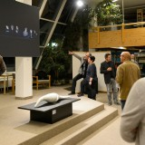 """Schmidt erklärt """"Available Light Photography"""" bei seinem Werk """"Keiner von Euch"""""""