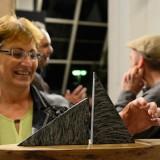 """""""Nave"""" aus Diabas und Eiche von Dietmar Rudolf (mit Fan)"""