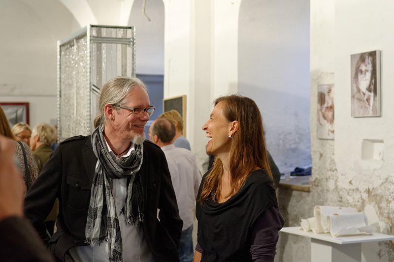 Im Gespräch: die beiden Preisträger Monika Supé und Stephan A. Schmidt