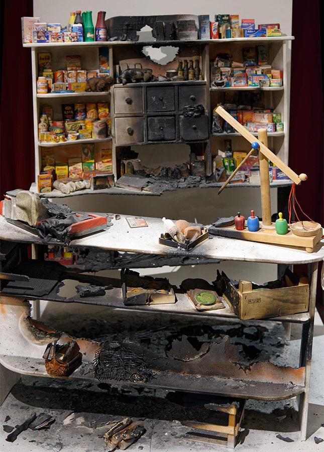 <strong>Kinderspiel</strong>, 2013, Environment / Kaufladen mit Zubehör, Holz, Stoff, Binder, Lack, Klebstoff, 155 x 120 x 100 cm